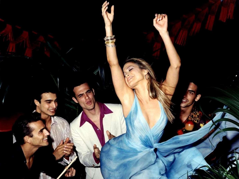 Танец в прозрачном платье 2 фотография